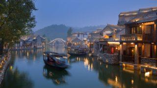 水路の夜景